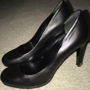 Black Leather Gucci Pumps Size 8/38